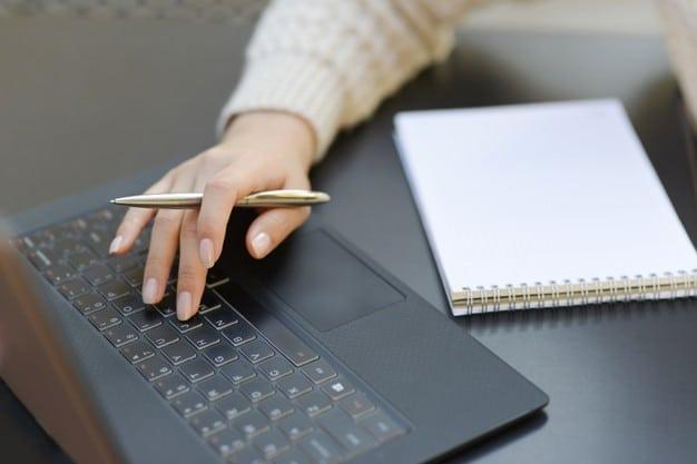 كيفية كتابة عناوين الإعلانات الساحرة والجذابة لعلامتك التجارية